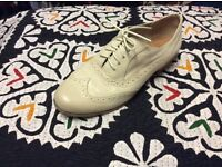 Stylish Cream Size 5 software shoes for sale!