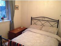 Short term Monday to Friday let in quiet, bright Yorkhill flat