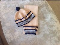 Tutti Piccolo bobble hat and matching scarf set