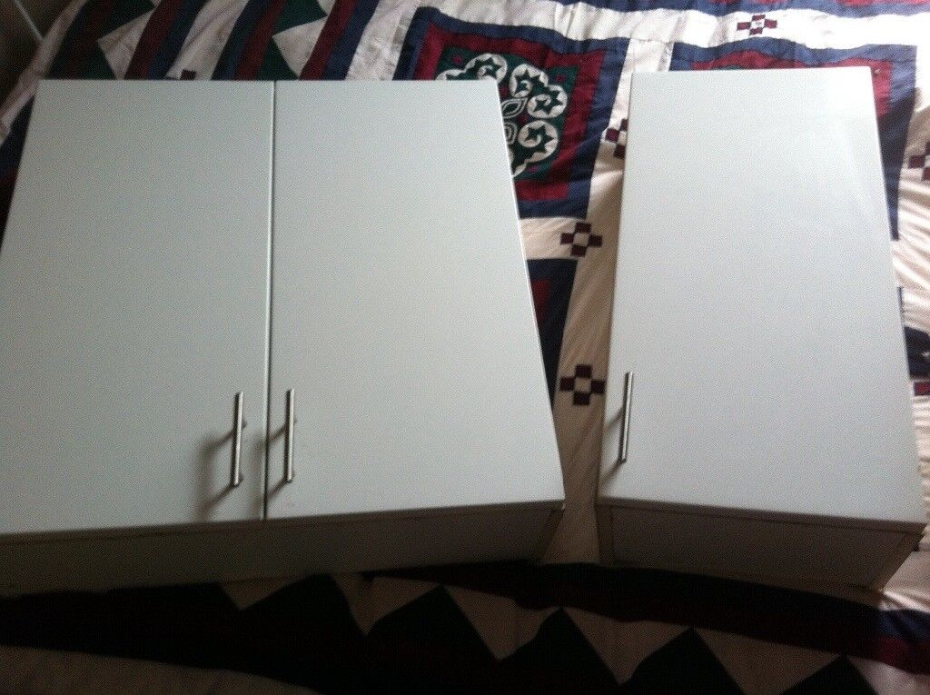 2 white gloss bathroom wall cabinets in good used condition , small one has a chip on side
