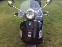 Vespa gts 300 supper 2013 reg new mot 1050 miles only