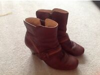 Women's Clarks brown ankle boots - size 7