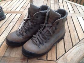 Scarpa all leather hiking boots style 86525 44 BX size 44 Euro £20.