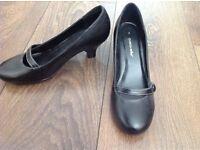 Black Caravelle ladies shoes Size 3