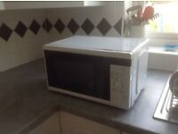 TESCO Small white Microwave oven with turntable. Very good condition