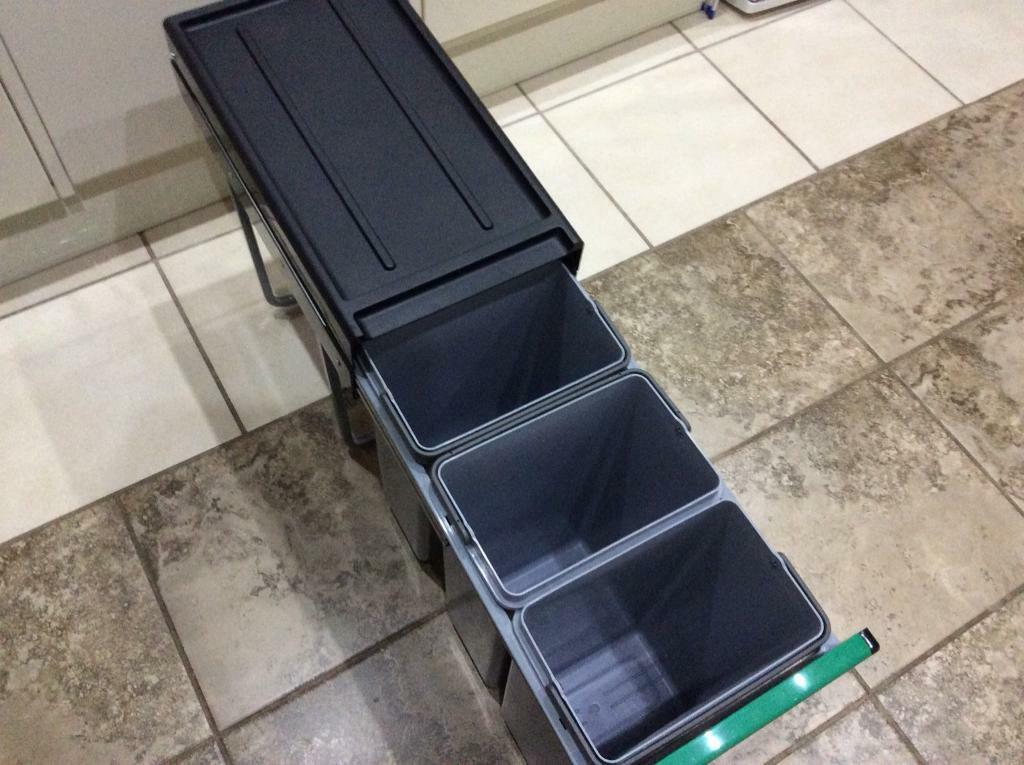 Under the shelf cupboard 3 compartments bin - excellent condition