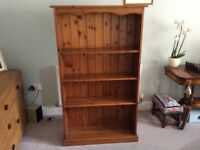 Pine bookcase that is in excellent condition