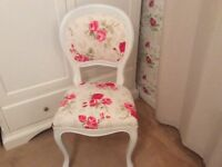 Beautiful chairs dinning or bedroom 4 available