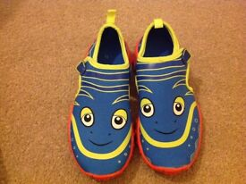 Free boys swimming holiday shoes size 12