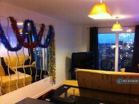 2 bedroom flat in Prince Regent Road, London, TW3 (2 bed) (#836341)