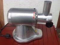 Buffalo Heavy Duty Meat Mincer 250Kg / hr CD 400