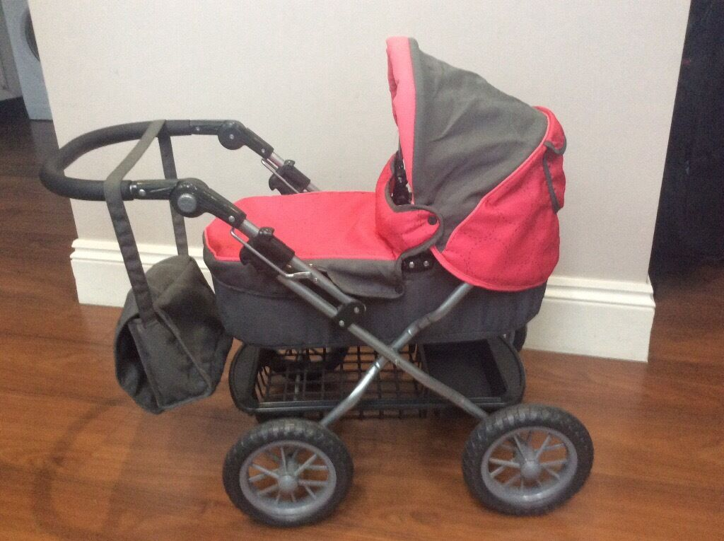 Silver cross dolls pram. Like new condition, hardly used and never taken outside. With matching bag