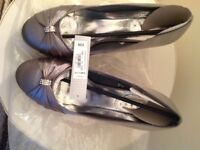 NEW GREY SATIN 👠 HEELS. Size 5.1/2- Bargain for £10