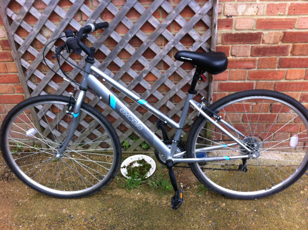 Apollo Excelle Womens Hybrid Bike Sw18 60 In Wandsworth