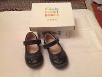 Clark's girls shoes 5 G worn once £12 can deliver if you live local call 07812980350
