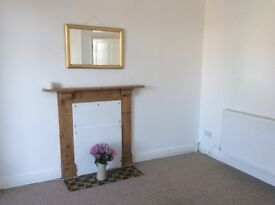 Sunny one bedroom flat, central location, outside area