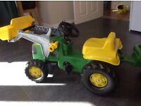 John Deer ride on tractor with scoop and detachable trailer