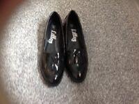 Black shoes size 6