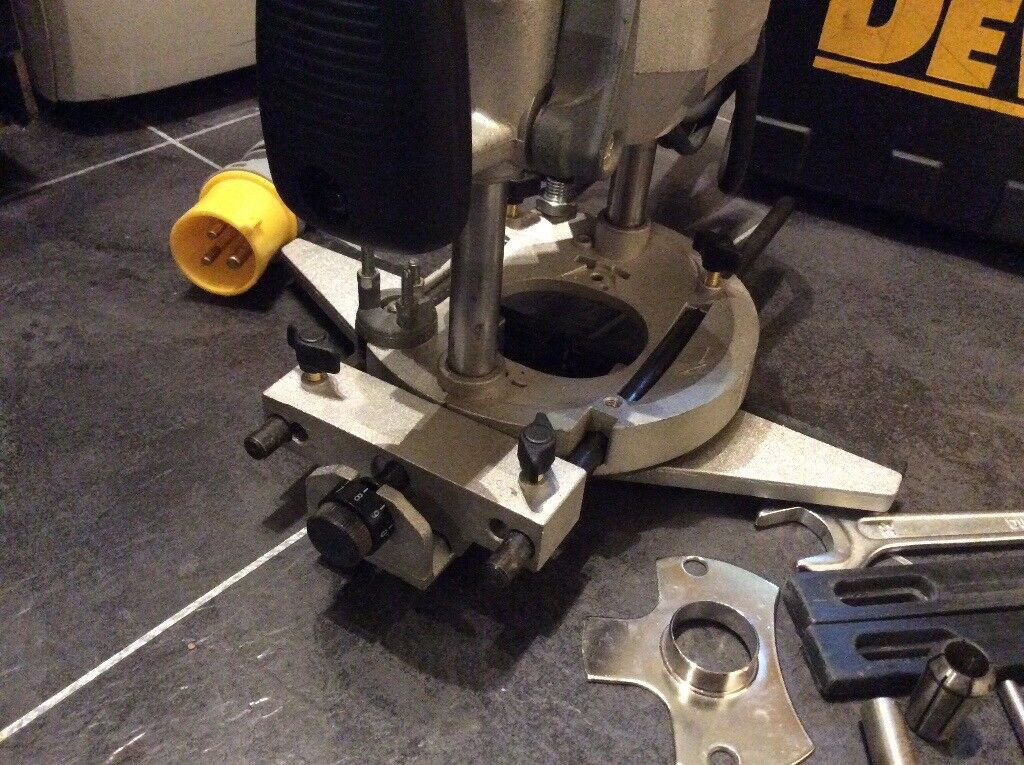 Dewalt dw625 3 hp variable speed electronic plunge router 110v in image 1 of 5 greentooth Image collections