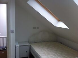 SUPERB DOUBLE BED ROOM WITH ROMANTIC SKY WINDOWS TO LET TO SINGLE PERSON IN WEST EALING W13 9HY