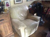 HIGH QUALITY LEATHER RECLINING CHAIR IN CREAM
