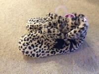 New ladies slippers size 5/6