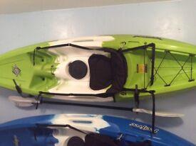 Kayak: brand:FeelFree Nomad size:9ft/3m plus:paddles/seats