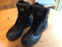 Mens Magnum boots size 12 good condition