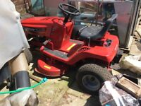 Sit on lawn mower needs 2 new tyres and a little bit of attention it's a Murray 125