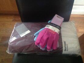 Briers Pantone Rich Berry garden Kneeler and Triple pack Garden Gloves