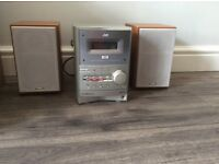 JVC UX - P550 compact stereo system with speakers.