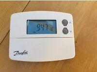 Digital room thermostat