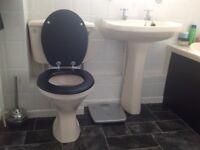 Bathroom suite in very good condition