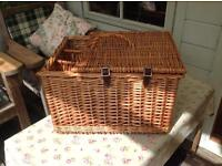 Traditional wicker picnic basket by Optima