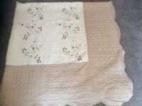 Double quilted bed throw