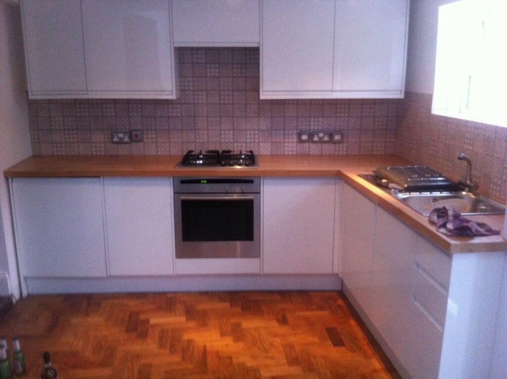 2 bed end of terrace unfurnished property close to all public ammenities.