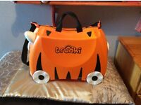 TRUNKI. TRUNKI , Suitcase excellent condition