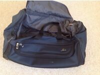 Navy Holdall with wheels