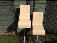 2 Bar Stools and Table for sale. Free Delivery in Dundee only at Full Asking Price.
