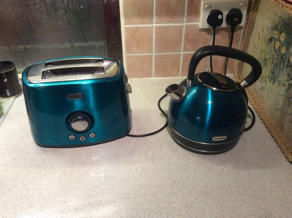 Breville Rio Teal Colour Kettle And Toaster Set