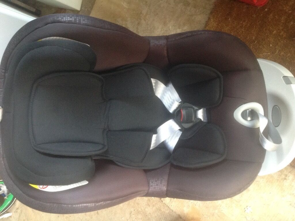 As New , Used only twice. Dualfix 0+\1 Car Seat , Black Cosmos