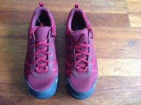 New Ladies Waterproof Quenchua size 6.5 trainers