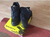 Men's Dunlop black safety boots uk size 13