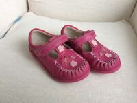Clarks Girls Shoes size 7.5 F Used Perfect condition