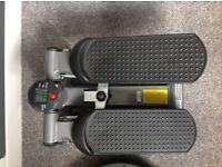 Small stepper machine and balance disc