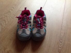 Girls hillwalking shoes