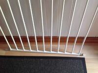 Baby safety gate 60cm wide 69 cm high white in great condition £5