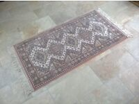 Traditional Persian style rug 1.6m x 0.83m