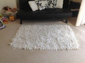 Very good condition white rug from cargo