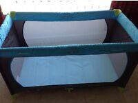 HAUCK DREAM N PLAY TRAVEL COT WITH EXTRA MATTRESS